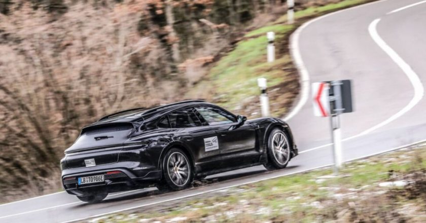 Dies ist der Porsche Taycan Cross Turismo!